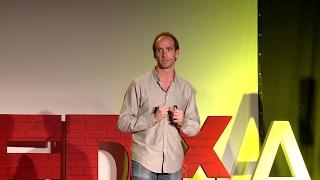 Download Una historia de reconocimiento, maestros y... matemáticas | Eduardo Sáenz de Cabezón | TEDxAlcoi Video