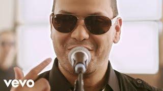 Download Víctor Manuelle - Si Tú Me Besas Video