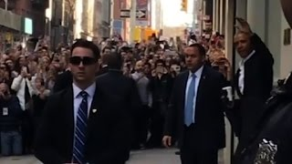Download Crowds flock to Obama in NYC Video