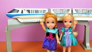 Download TRAIN ! Elsa and Anna toddlers - monorail - racing cars Video