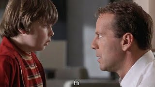 Download 【穷电影】8岁小男孩穿越到未来,知道32年后自己的工作,那是一脸的嫌弃 Video