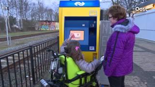 Download Na maandenlange strijd kan Sanne Dasselaar eindelijk in de trein op station Raalte Video