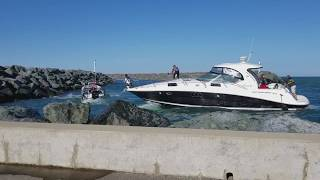 Download Boat Crashes into Rocks & Police Boat Video