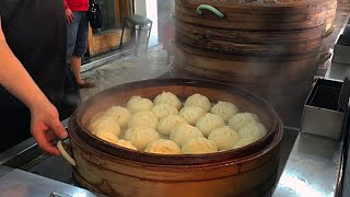 Download Traditional Taiwanese Breakfast - Omelette Buns Soy Milk 台灣早餐 Video