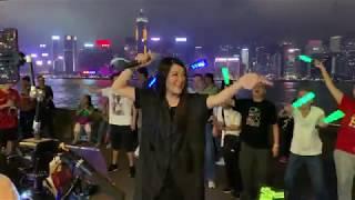 Download 《擁抱你離去》維港感染力女歌手*尖沙咀4-5號碼頭街演(2019-05-15)『街頭女皇-彭梓嘉』 Video