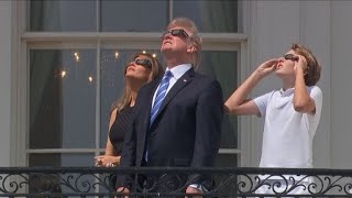 Download La famille Trump regarde l'éclipse solaire à la Maison Blanche Video