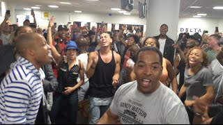 Download THE LION KING & ALADDIN Broadway Casts Airport Sing-Off Video
