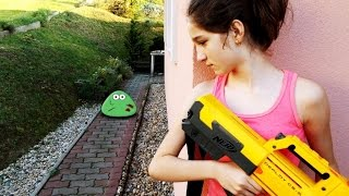 Download NERF WAR MOVIE : LITTLE GIRL VS REAL LIFE ZOMBIE POU LIKE CREATURES APOCALYPSE Video