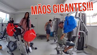 Download VIVENDO UM DIA COM MÃOS GIGANTES!! Video