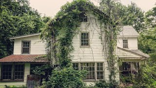 Download SAD ABANDONED HOUSE w/ CRAZY FIND IN BARN *FILLED W/ Antiques & Personal Belongings Video