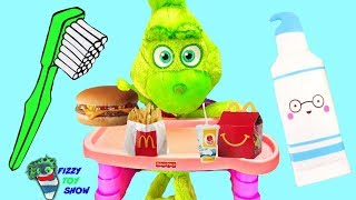 Download Baby Grinch Morning Routine Plays Fizzy and Phoebe Disk Drop Game Video