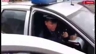 Download Beograđanin snimio policajca kako ga udara bez razloga Video