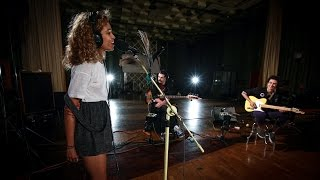Download Izzy Bizu - White Tiger (Maida Vale session) Video