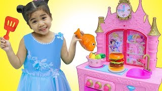 Download Suri Pretend Play w/ YUMMY Food Toys for Princess Kitchen Restaurant Toy Playset Video