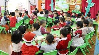Download Anh Nhện Đỏ Đưa Bé Bún Đi Học và Liên Hoan Giáng Sinh Cùng Các Bạn – Trường Mầm Non Hoa Sữa Video
