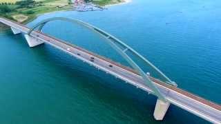Download Vogelflug über die Fehmarnsundbrücke Video