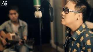 Download [MV] Nhìn lại - Trung Quân, Duy Phong, Trung Kiên at Acoustica Studio Video
