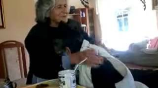 Download Abuelita toma teta Video