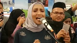 Download Menyentuh hati tapi betul-betul power suara ZIANA ZIAN bersama assalam buskers Video