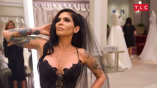 Download What Will The Family Think Of This Bride's Black Gown? | Say Yes to the Dress Video