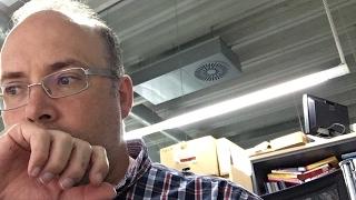 Download Profesor resuelve dudas en horario nocturno Video