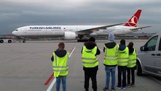Download Boeing 777-300 of Turkish Airlines at Stuttgart || Startup sound || Aviation Movies Video