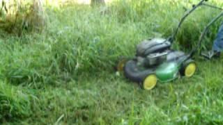 Download JOHN DEERE PUSH MOWER CUTTING TALL GRASS Video