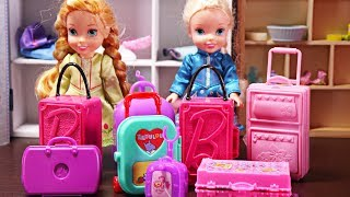Download Elsa and Anna toddlers go on holidays and pack their suitcases Video