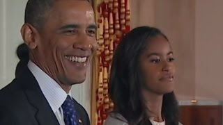 Download Obama's daughters unimpressed at White House turkey ... Video