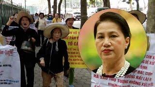 Download Bất ngờ biểu tình trước nhà Nguyễn Thị Kim Ngân tại Hà Nội Video