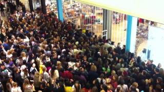 Download RAW FOOTAGE: Black Friday at Urban Outfitters Video