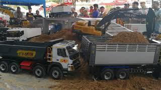 Download แมคโคบังคับ แข่งตักดิน Volvo VS Cat Video