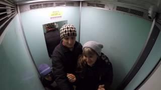 Download СсК.Лифт застрял.Ужас, как себя ведёт мужчина.У него паника. Video