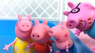 Download STORY WITH PEPPA PIG HER FAMILY - THEY ALL GO TO THE POOL FOR A FUN DAY Video