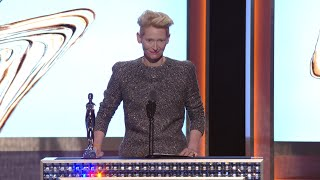 Download 2016 CFDA FASHION AWARDS: Tilda Swinton Reads out Letter to David Bowie Video