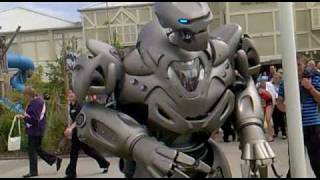 Download Titan the Robot punches drunk guy. Butlins Bognor 2010. Video