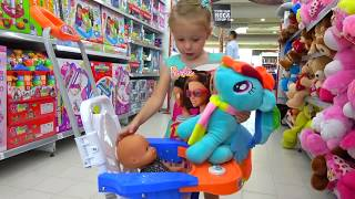 Download Kid Shopping at the supermarket Video