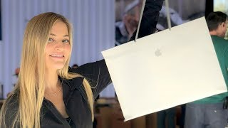 Download Visiting the Cupertino Apple Stores! Video