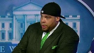 Download Tyrus demonstrates how to handle White House press briefing Video