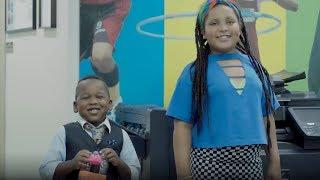 Download UNICEF: salvando o planeta com o binóculo de garrafas de plástico Video