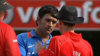 Download Mahendra singh Dhoni fight with Third Umpire Wrong Decision - M S Dhoni Rocks!!! Video
