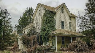 Download Terrifying Abandoned HOUSE Found ALCOHOL w/ EVERYTHING LEFT BEHIND Video