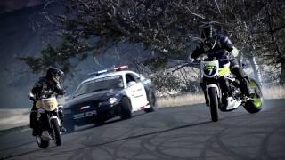 Download INCREDIBLE!!!!!!!!!!!! Police chase bikes, incredible drifting HD Video