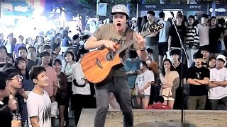 Download 소름끼치는 핑거스타일 기타 라이브 버스킹 ㄷㄷ (반응 보세요) Video