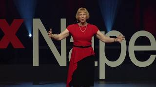 Download Reading minds through body language | Lynne Franklin | TEDxNaperville Video