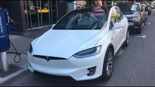 Download Running out of battery and charging problems with a Tesla Model X Video