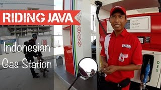 Download Getting Gas at Indonesia's Government Gas Station | Motovlog Indonesia Video