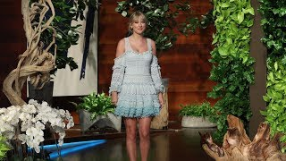 Download Does Taylor Swift Wash Her Legs in the Shower? Video