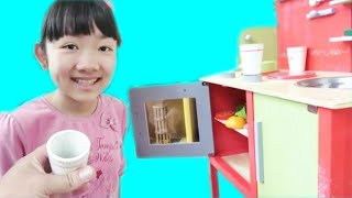 Download ★「木のキッチンでおままごと!」 in ビッグバン★In the kitchen of wood play house★ Video