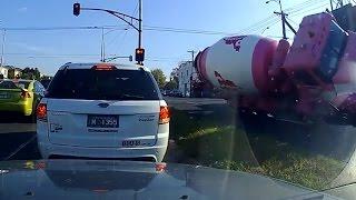 Download Australian Car Crash / Dash Cam Compilation 13 Video